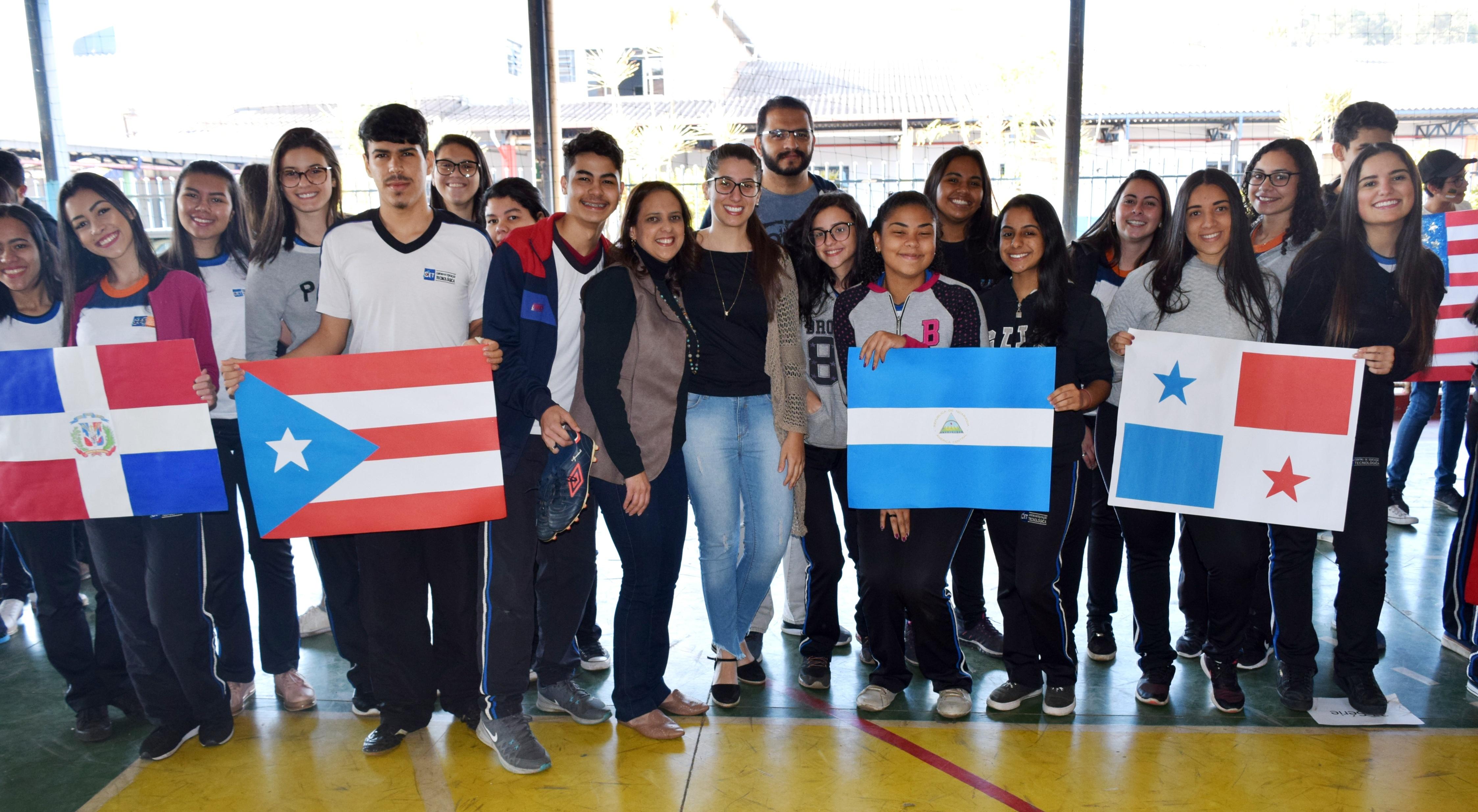 CET promove atividade Educando com o Pan