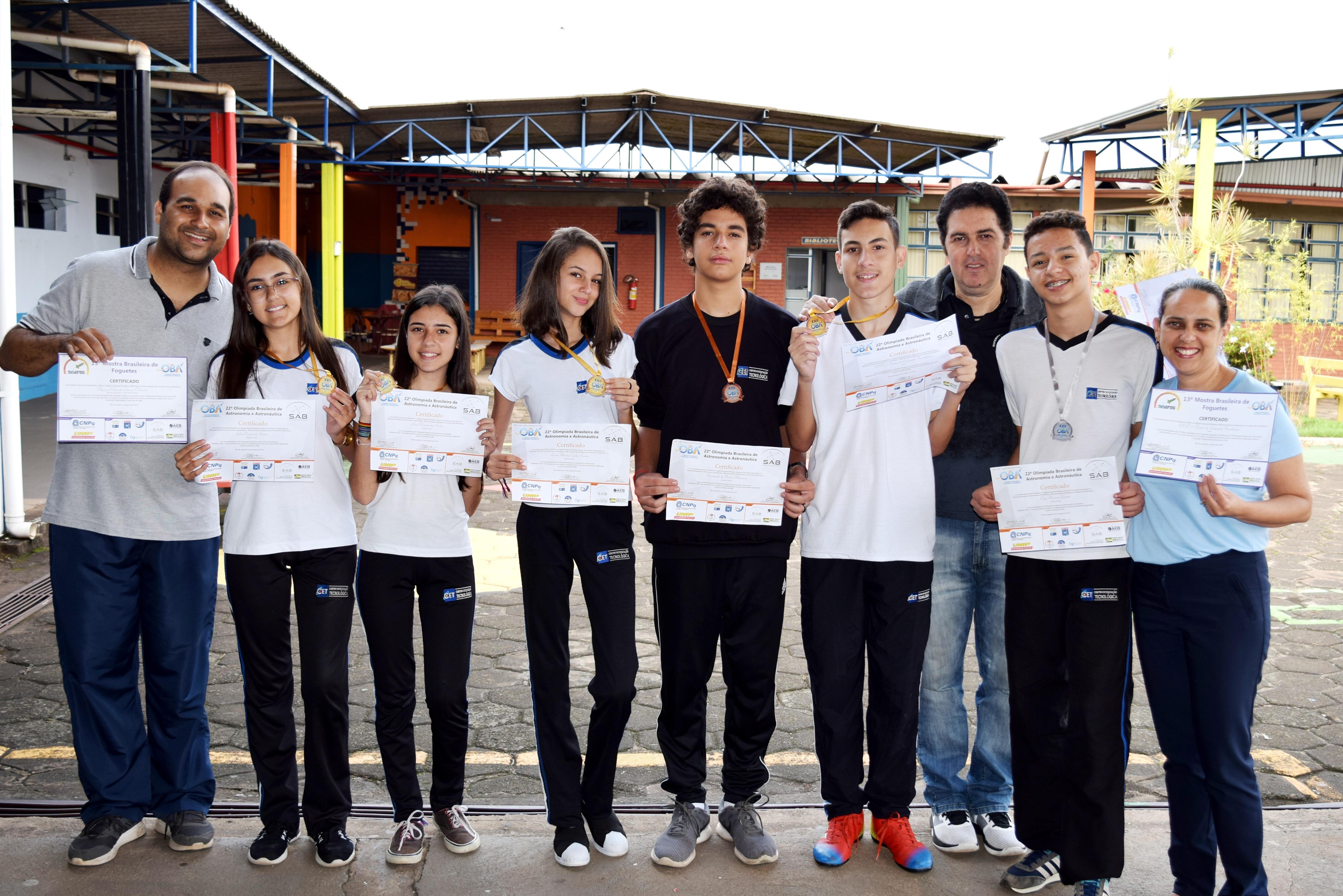 Alunos medalhistas na Olimpíada Brasileira de Astronomia e Astronáutica